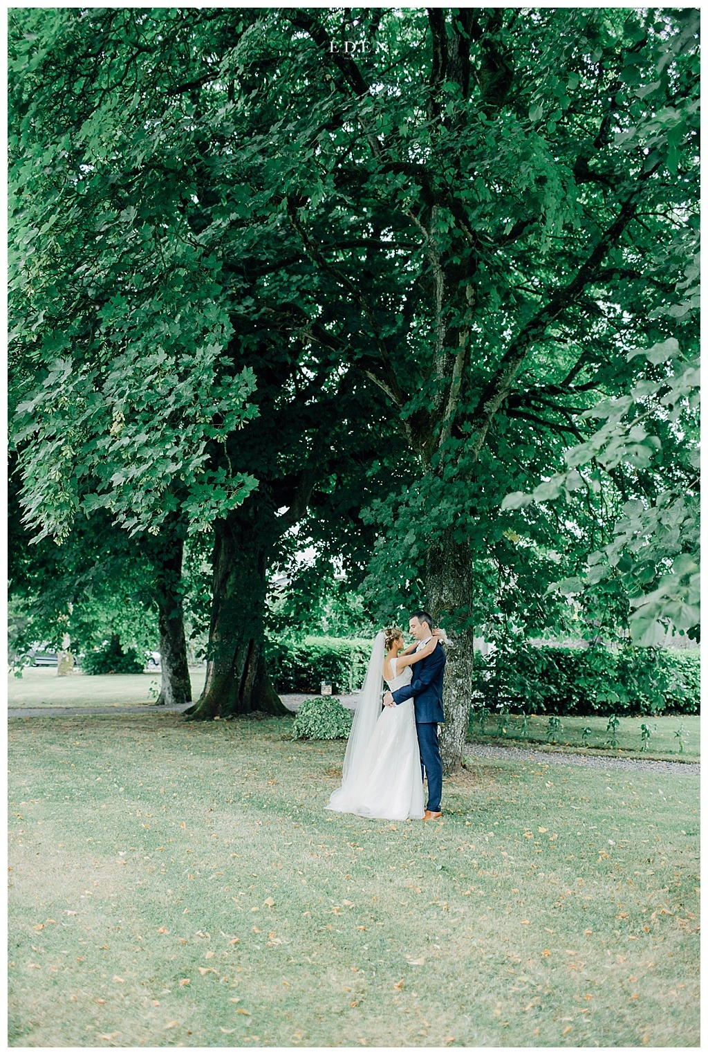 castle-durrow-gardens-for-wedding-photographs